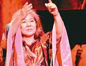 2011年4月、東京コンサートにて。「アメイジング・グレイス」を熱唱