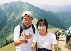 剣山に登ったときジロー笈をバックに