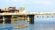 日本三名橋の1つ瀬田川の唐橋
