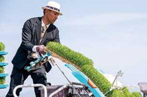 400年続く米農家の「スーツ農家」齋藤聖人さんもWWSを着用