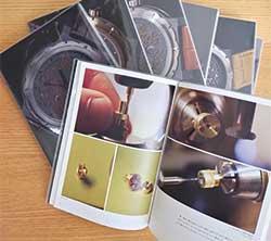 時計づくりの工程を記録した写真集