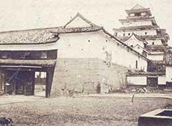 明治7年の取り壊し前の鶴ヶ城