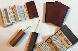 昭和初期のミニチュアおみくじ。象牙や漆塗りを用いたぜいたくな作り