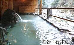 専用のケーブルカーで硫黄泉の露天風呂へ、祖谷温泉(徳島県三好市)